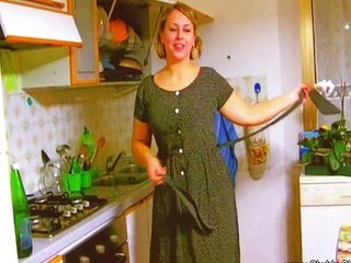 BBW plays fifties housewife