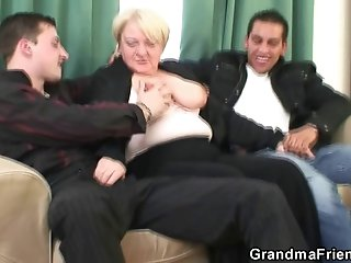 Old bitch is picked up and double fucked