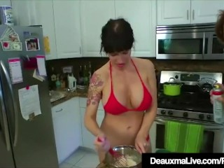 Texas milf Deauxma tongues Angie Noir's cootchie In The Kitchen!
