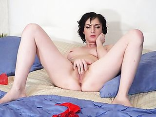 Hot but too paly tatted fuckslut Darla gonna pet her own raw cooch