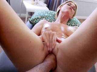Stepson slipped fingers secure stepmoms matured drenched pussy