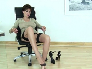 Unfaithful english cougar doll sonia demonstrates her oversized h