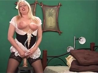Big butt platinum-blonde cougar rails her hefty fuck stick and spray on webcam