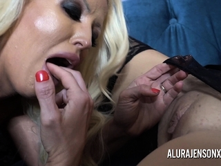 Alura and her huge-chested girl-on-girl buddy Dolly get ultra-kinky