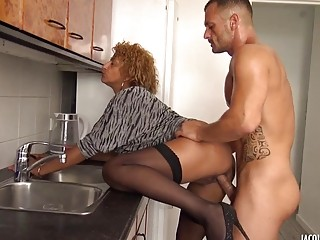 Ebony slut fucked hardcore up her asshole for some cash