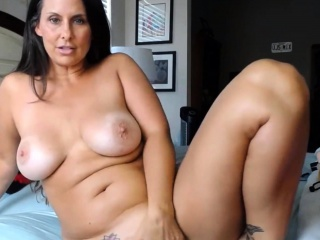 Cougar with supah-sexy curvaceous figure prepped to get supah kinky