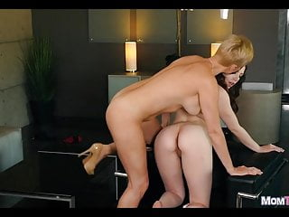 Inferior gets the brush pussy explored off out of one's mind MILF
