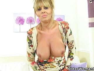 Scottish cougar Toni Lace bangs a cucumber in shower