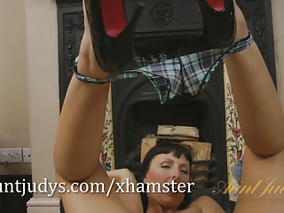 Tracey Lain spreads her legs and shaved pussy