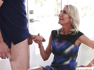 Pool fellow gets a real handle from cuckold blondie housewife