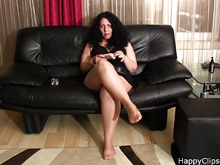 Alisa - the fetish mature woman footplay and smoking video
