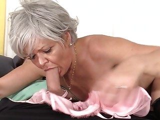 Grey Haired grandma Kelly Leigh tears up Like Shes in Her Twenties