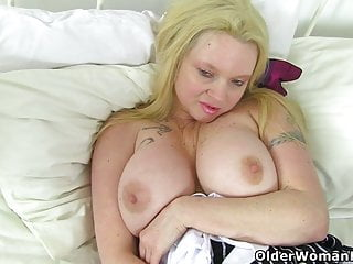 England's greatest cougar Lucy Gresty faux-cocks her fanny for us
