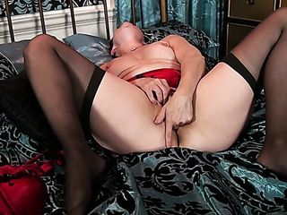 Dirty-minded dame with dark hair is blessed to fingerfuck her mature honeypot