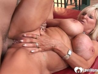 Thick fun bags cougar showcasing how to decently satiate