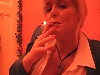 smoking mature Domina.
