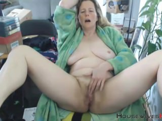 Unshaven MILF goddess KRING with natural huge breasts