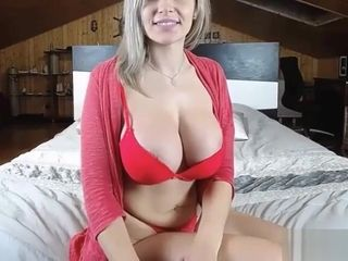 Bodacious light-haired taunting her XXL culo on webcam
