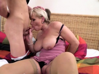 Roasting housewife Margaux rendition their way toyboy