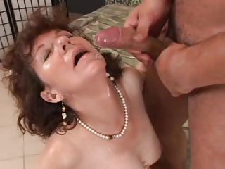Grannie takes the cum in her mouth