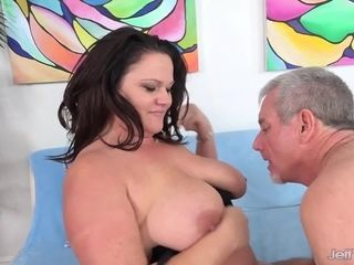 Flawless Chunky MILF Crystal Valentine Trades Oral Pleasure and Gets Plowed