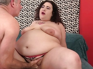 Plus-size bitch Moon Baby Has Her cornhole opened up by an aged boy
