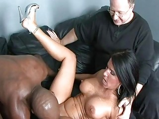 Dirty wife Kendra cheats on her man
