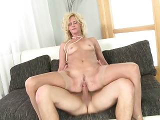 Mature blonde mother suck and fuck young boy's cock