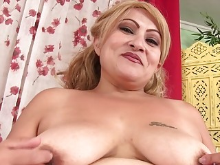 Aged Latina plumper Rosa Diez Fervidly wanks Using Her romp fucktoys