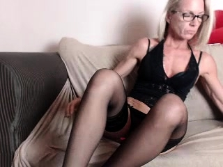 Solo cougar mega-bitch providing a super-fucking-hot onanism jaw-dropping showcase