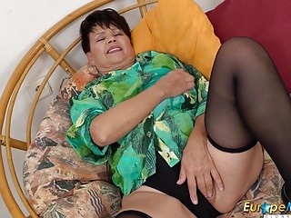 EuropeMaturE Solo voluptuous Striptease and frolicking