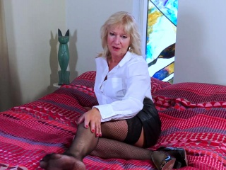 EropeMaturE Milf tow-headed carrying-on peerless apropos Dildo