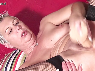 Mature mother squirting while toying her vagina