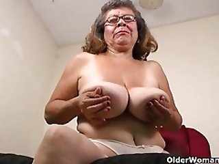 New pantyhose get her voluptuous body in the mood