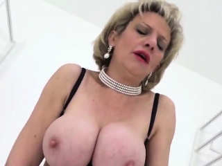 Cuckold uk mature gill ellis uncovers her huge funbags