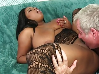 Curvy Black Hottie Ms Mirage Gets Eaten out and Bounces on His Old Cock