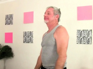 Morose BBW visits the brush masseur He gets the brush in the altogetthe brush plus animate