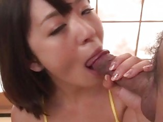 Mom in heats Wakaba Onoue loves sucking on a juicy dick