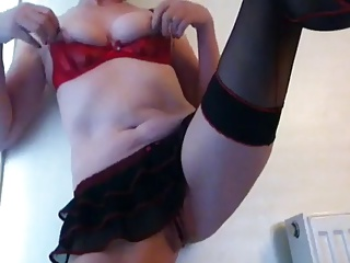 Horny Mature Plays With Her Clit And Pussy