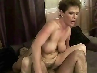 Granny gets her hairy wet pussy fucked