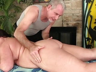 Gorgeous Plumper Mommy Crystal Valentine Enjoys Toying After Rubdown