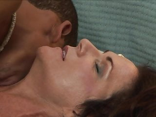 Deauxma robs an obstacle BBC bunk