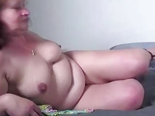 Mature lady squirting and pissing