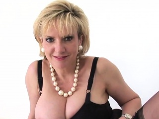 Cuckold brit mature nymph sonia introduces her phat knockers